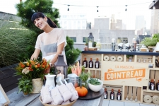 cointreau_la_maison_bar_dumbo_brooklyn_fall_autumn_dinner_party_cocktails_entertaining_inspiration_frannys_chef_jonathan_adler_tablescape_outdoor_setting_terrace_herbs_eyeswoon_athena_calderone_rustic_1135