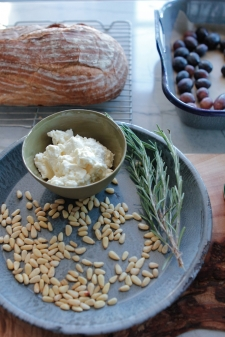 grape_focaccia_pine_nuts_rosemary_balsamic_vinegar_olive_wood_board-12