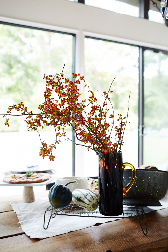 Could the colors in this floral arrangement be any more fall-like?
